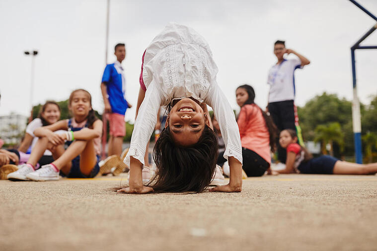 Combate el sedentarismo: beneficios del yoga para los niños