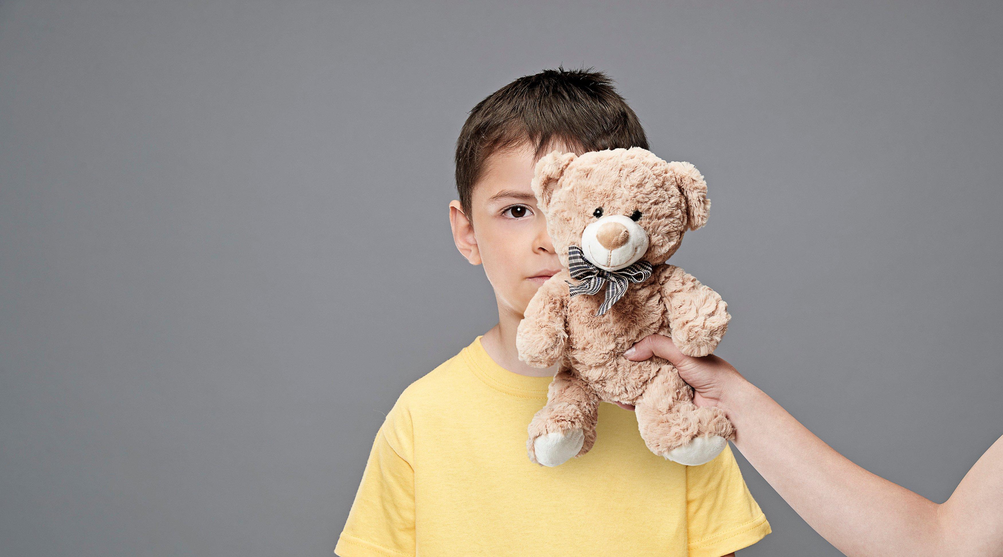 Un regalo no oculta una crianza violenta
